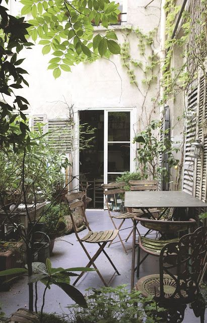decordemon A Parisian apartment like a country house Courtyards