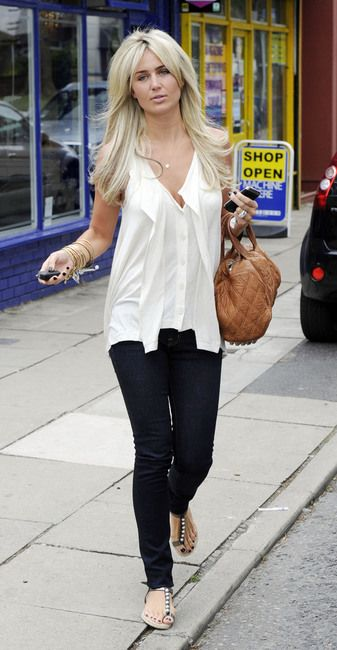 b9d87d7c2e02 Love everything about this outfit Alex Curran