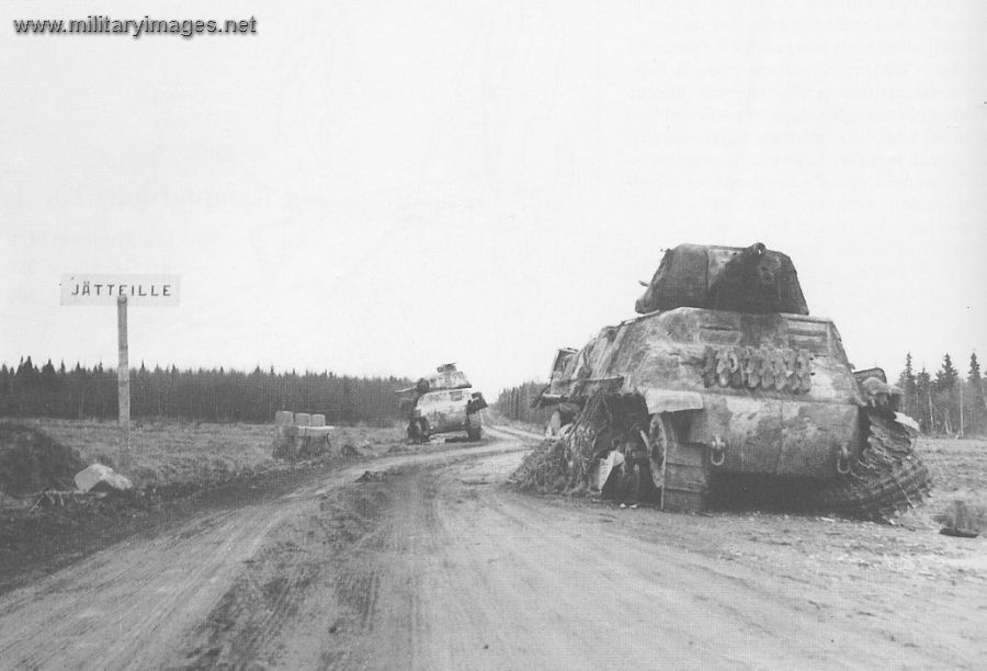 WWII - War of Lapland. These two Somua S-35s were destroyed by the Finns in one of the attacks made by Kampfgruppe Tornio on the Kemi-Tornio road. Jätteille means a place for garbage, a bit irony in the picture
