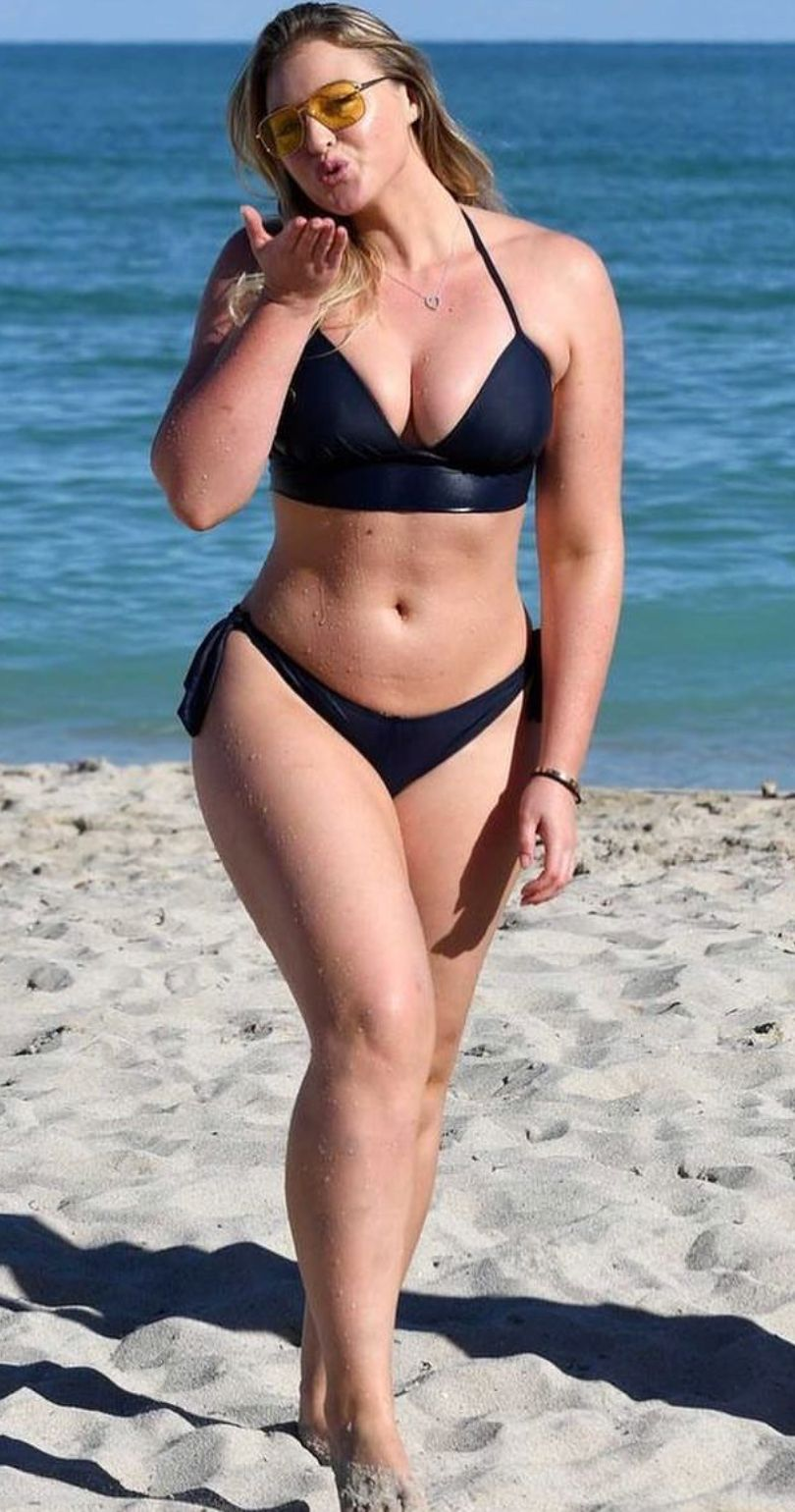 Iskra Lawrence Bikini Nude Photos 14