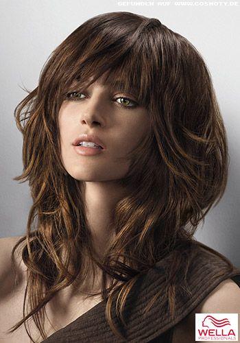 Frisuren Bilder Lange Stufen Fallen In Sanften Wellen Frisuren Haare Langhaarfrisuren Frisuren Frauen Lang Stufige Frisuren