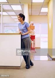 women at reception desk - Cerca con Google
