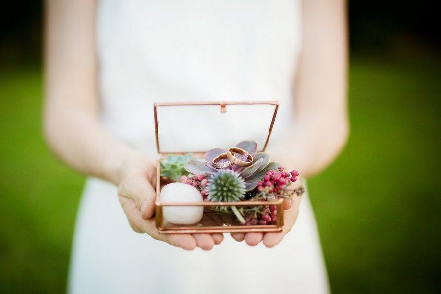 Hier findet ihr Ideen für eine Hochzeitsdeko in Metallic-Farben wie Kupfer, Gol…