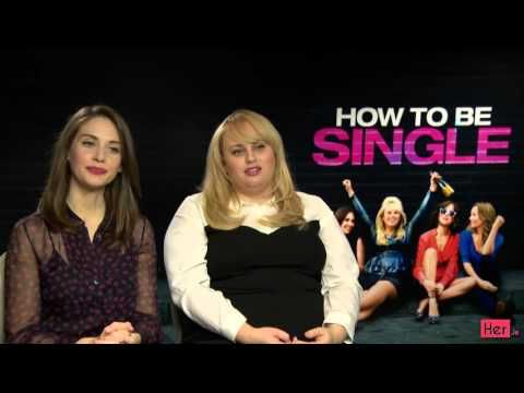 """Stara of How To Be Single Play """"Who Would You Rather #dakotajohnson #lesliemann #rebelwilson #alisonbrie"""