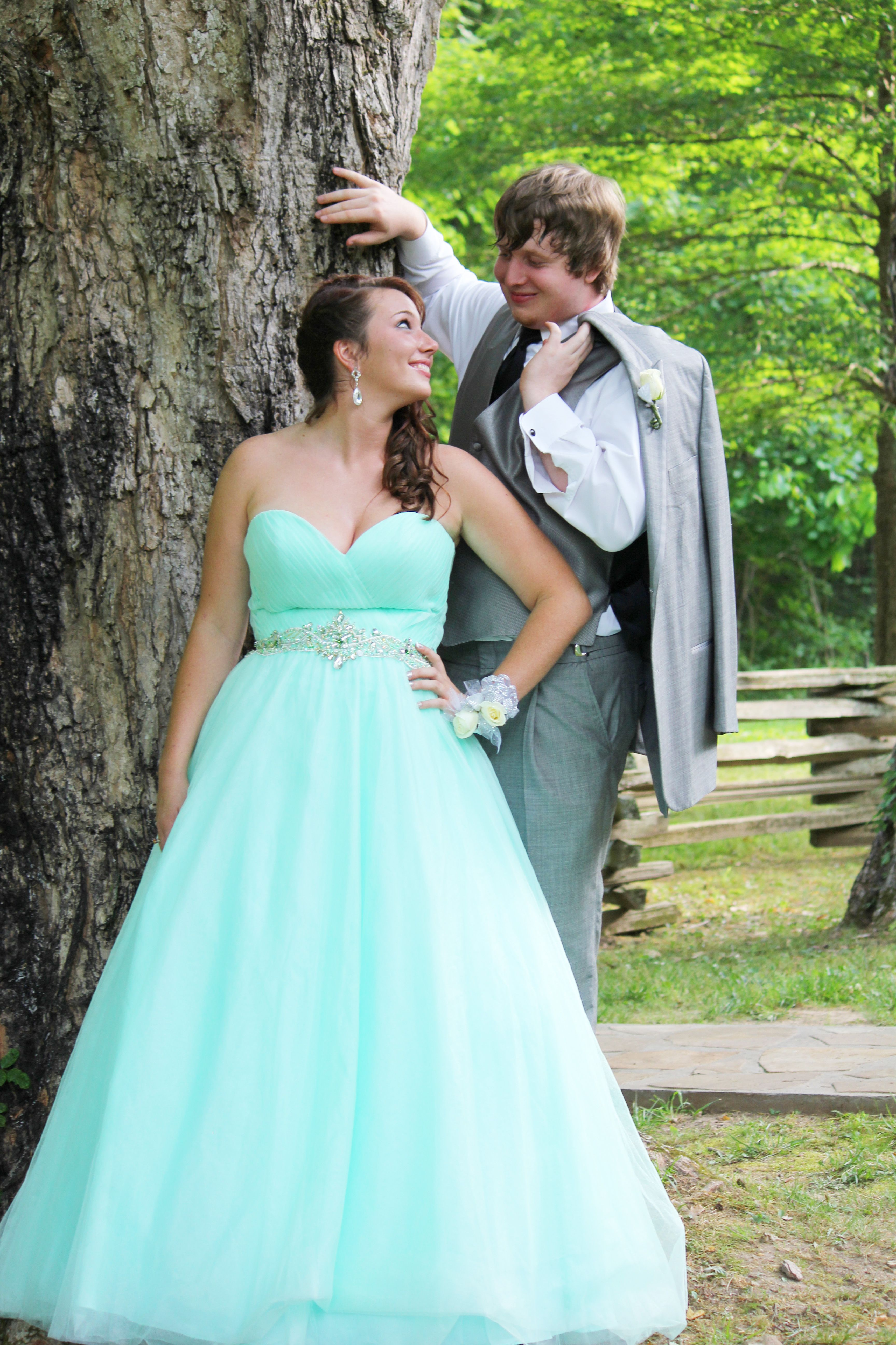 prom and couple pictures | Prom And Senior Picture Ideas ...