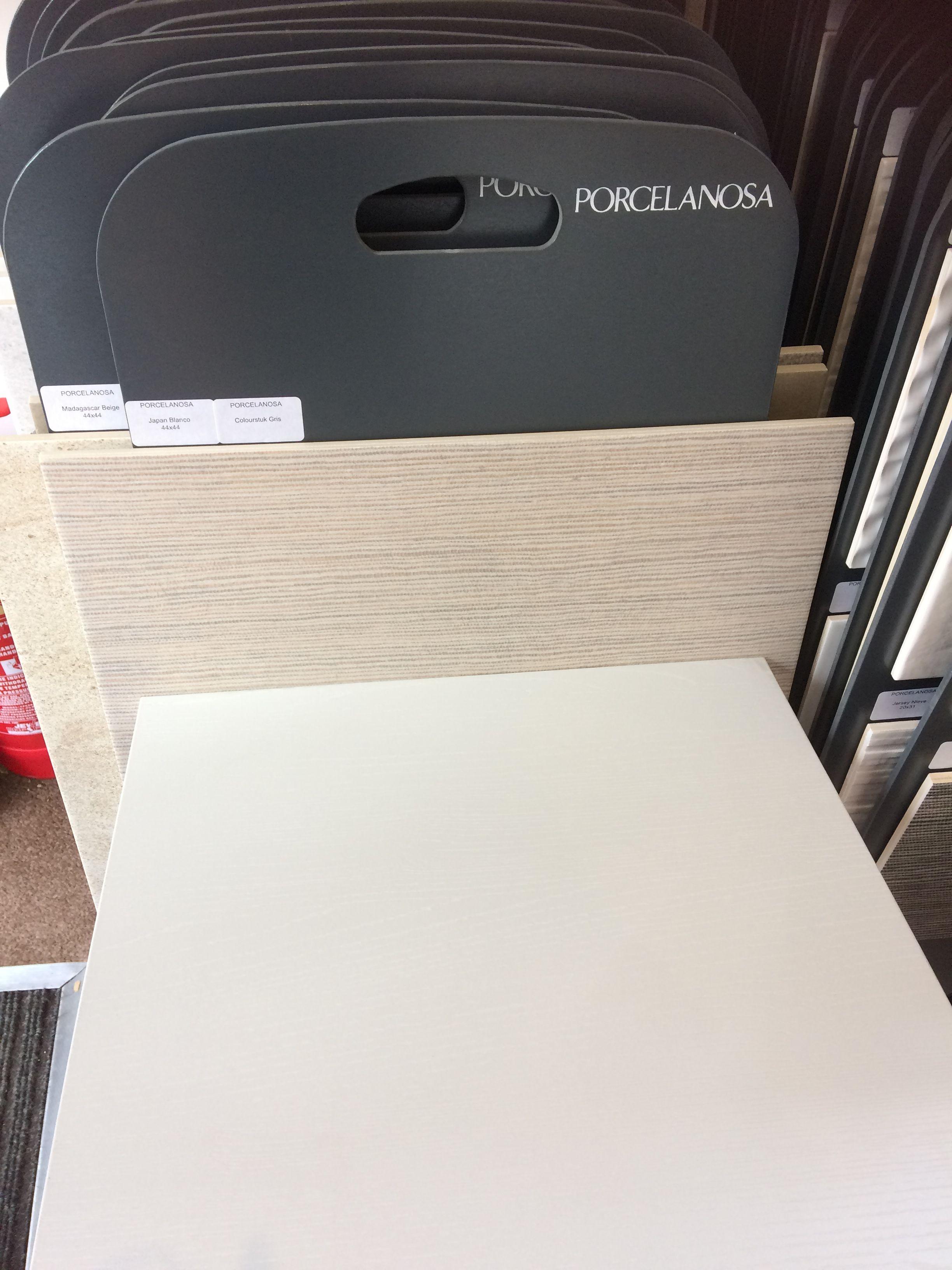 Best Soft Grey Wood Grain Kitchen Cupboards Edge Handles 400 x 300