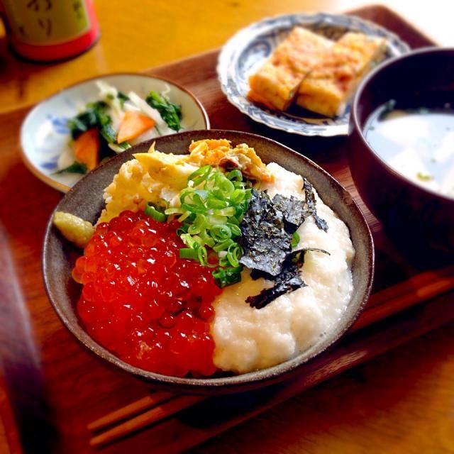 父の友達からいただいた鮭にイクラが!山芋もワタリガニもいただいて…ありがたや…>_<…* 父の作った大根と人参で母が切り漬けを。父の親戚農家さんの新米と麹味噌。ホントありがたい食事。。 - 11件のもぐもぐ - 蟹いくら丼* by inazawasora