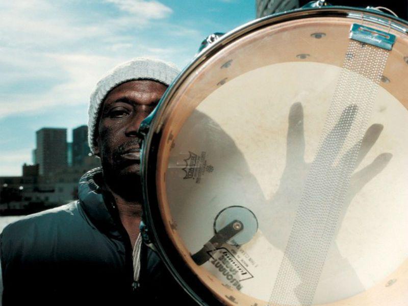 Considerado como um dos principais expoentes do movimento Afrobeat, Tony Allen desembarca no Sesc Pompeia no dia 23 de junho, a partir das 19h30. Os ingressos custam R$ 32.