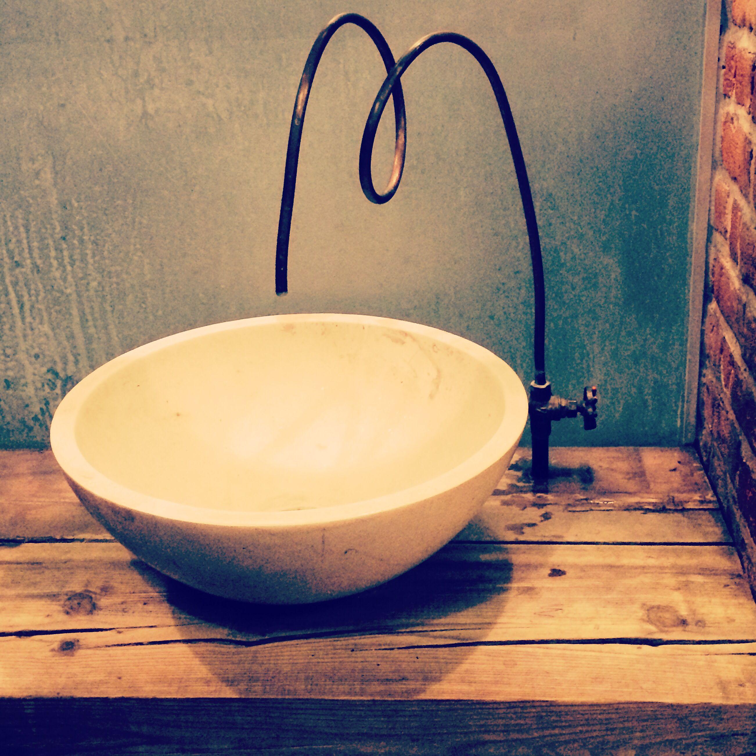 Tuber a de cobre como grifo sencillo y agradable for Grifo para tina bano