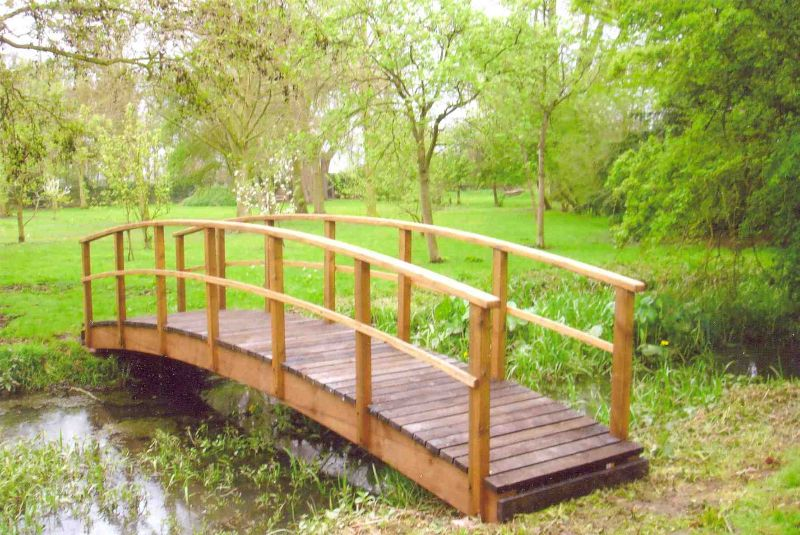 21u0027 (6.40m) Country Style Garden Bridge Stained Dark Oak.