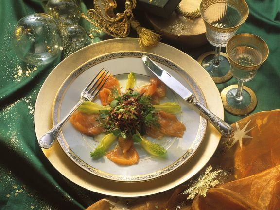 Blattsalat mit Lachsforelle ist ein Rezept mit frischen Zutaten aus der Kategorie Fisch. Probieren Sie dieses und weitere Rezepte von EAT SMARTER!