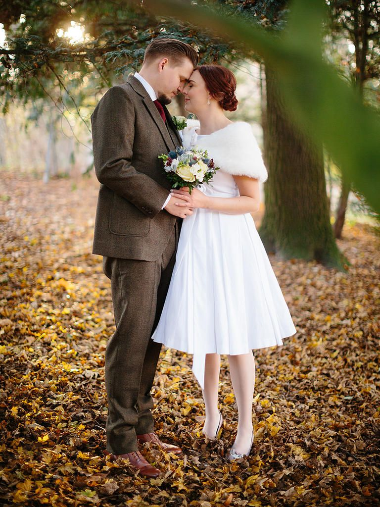 12 Short Wedding Dresses For A Fun Casual Celebration Short Lace Wedding Dress Knee Length Wedding Dress Short Wedding Dress [ 1200 x 800 Pixel ]