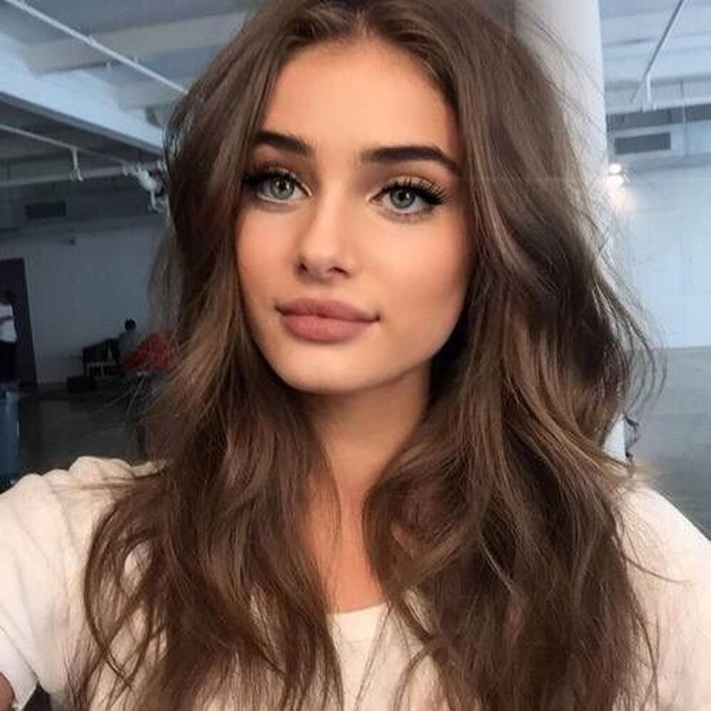 20 Catchy Natural Prom Makeup Ideas To Inspire You Prom Graduation Should Be Catchy In 2020 Brown Hair Colors Natural Prom Makeup Chocolate Brown Hair