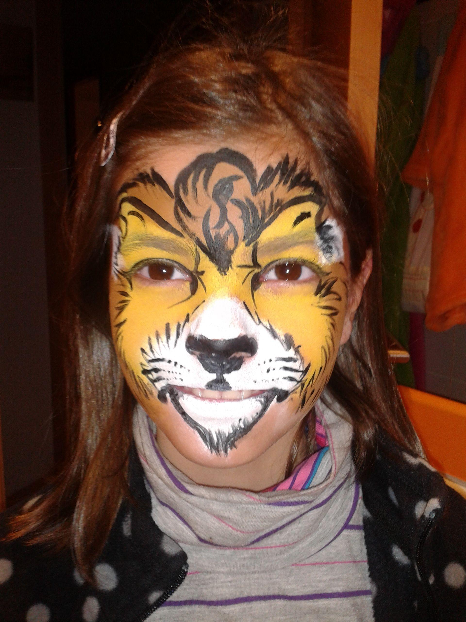 Mi león favorito. Pinto tu cara ofrece este maquillaje de cara tan original. Los niños se quedan estupefactos cuando se miran al espejo.
