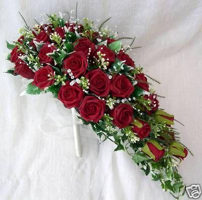 wedding red roses bouquet bbrides teardrop bouquet in deep red roses wedding flowers