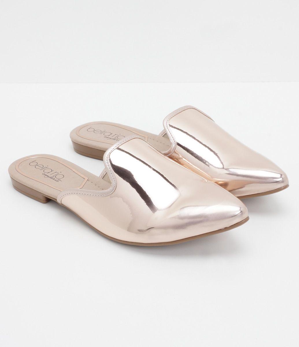 1344c54bca Sapato feminino Modelo mule Metalizada Material  sintético Marca  Beira Rio  COLEÇÃO INVERNO 2017 Veja