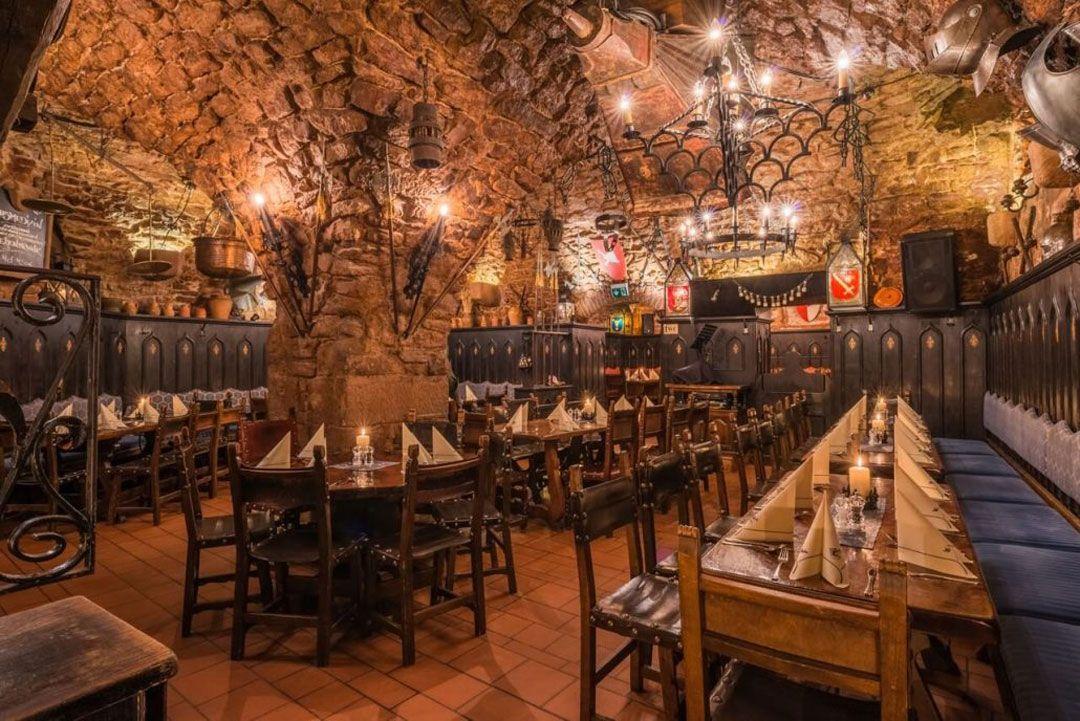 Blick In Das Restaurant Im Keller In Nurnberg Alte Kuche Nurnberg Im Keller