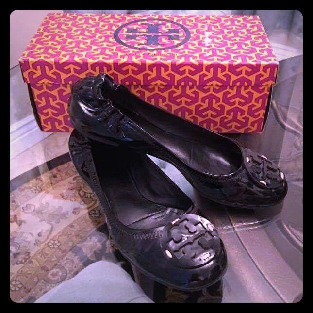 Tory Burch Black Patent Leather Reva Flats. Sz 8.