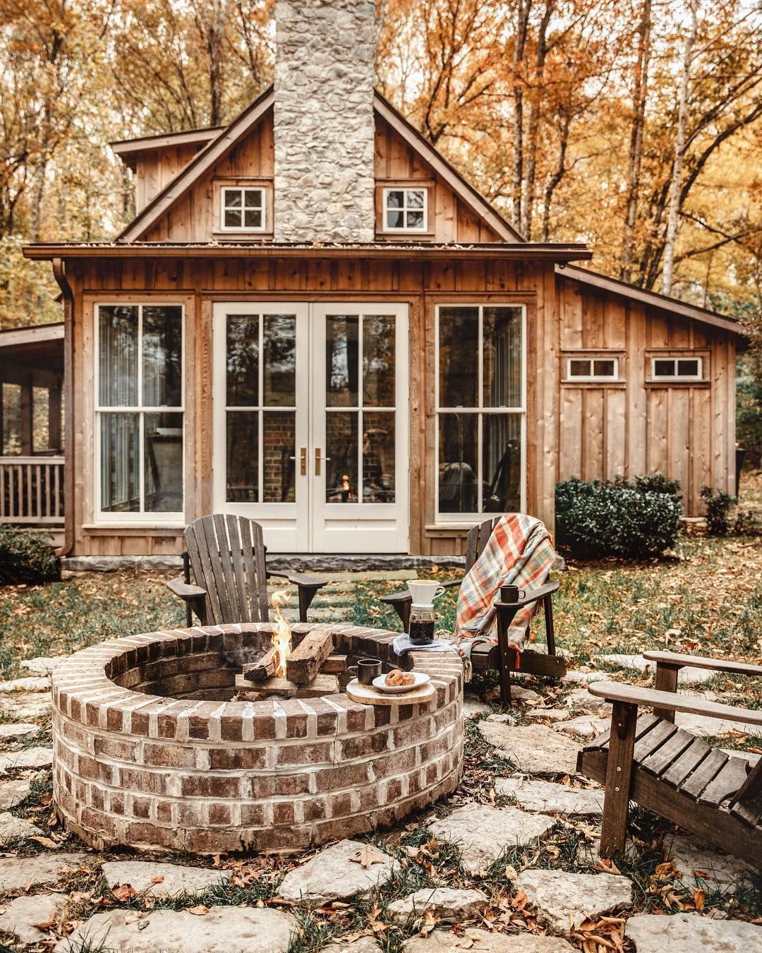 40+ Cozy Cabins and Homes That Are the Perfect Escape for Your Next Friendcation #tinyhome