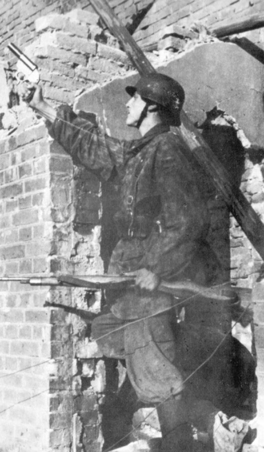 Image result for WW2 GERMAN SOLDIER WITH FLARE GUN