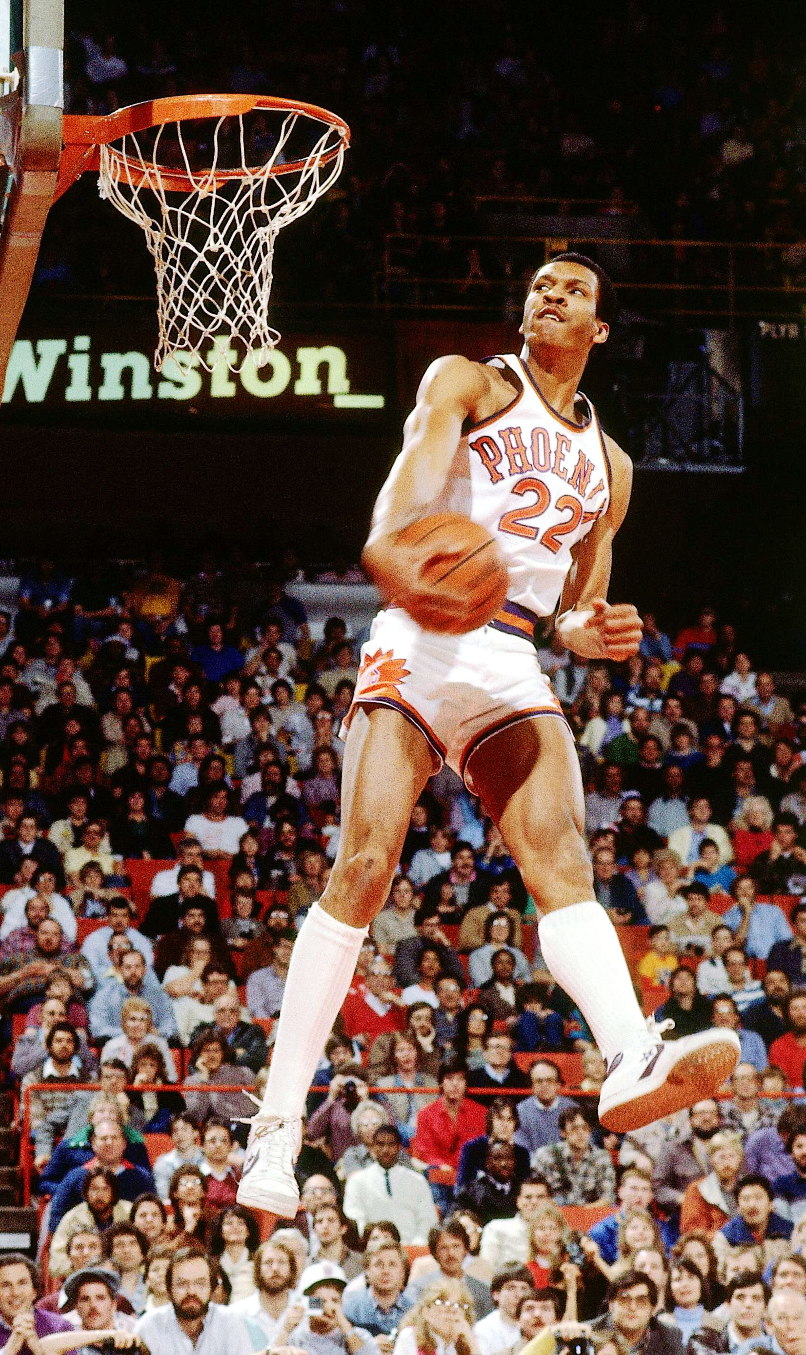 Larry Nance goes for a dunk en route to winning the 1984 slam dunk