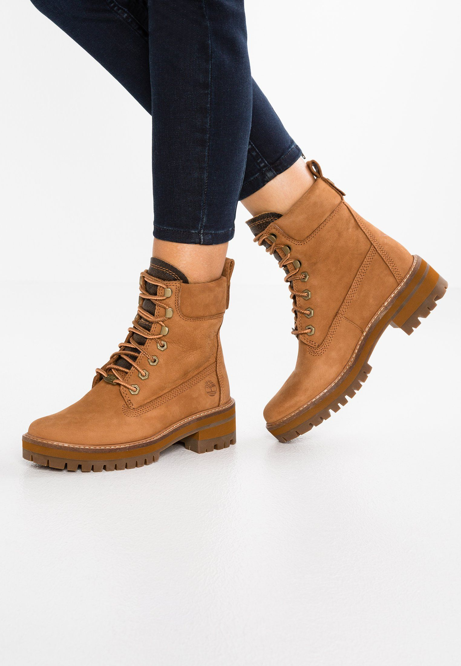timberland femmes's courmayeur valley round toe suede & shearling bottes