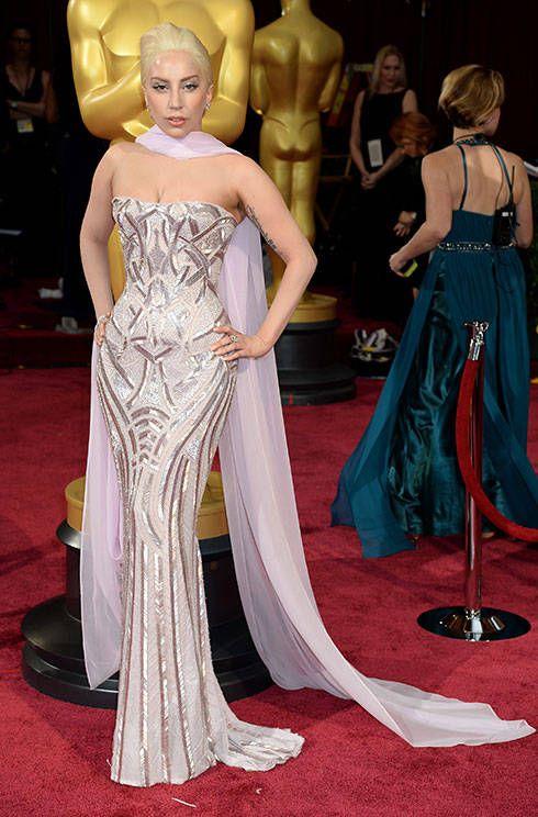 A sleek new look from Lady Gaga in Versace #Oscars2014 http://uk.bazaar.com/MGKPss