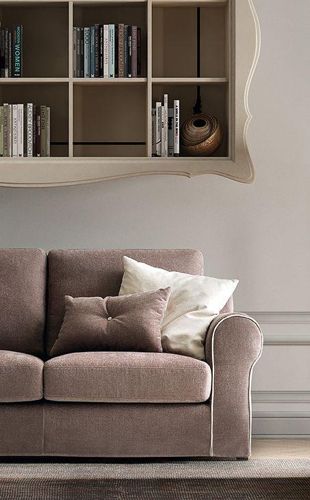 Un divano comodo e una libreria a portata di mano per leggere in tutto relax lacasamoderna - Divano comodo per tv ...