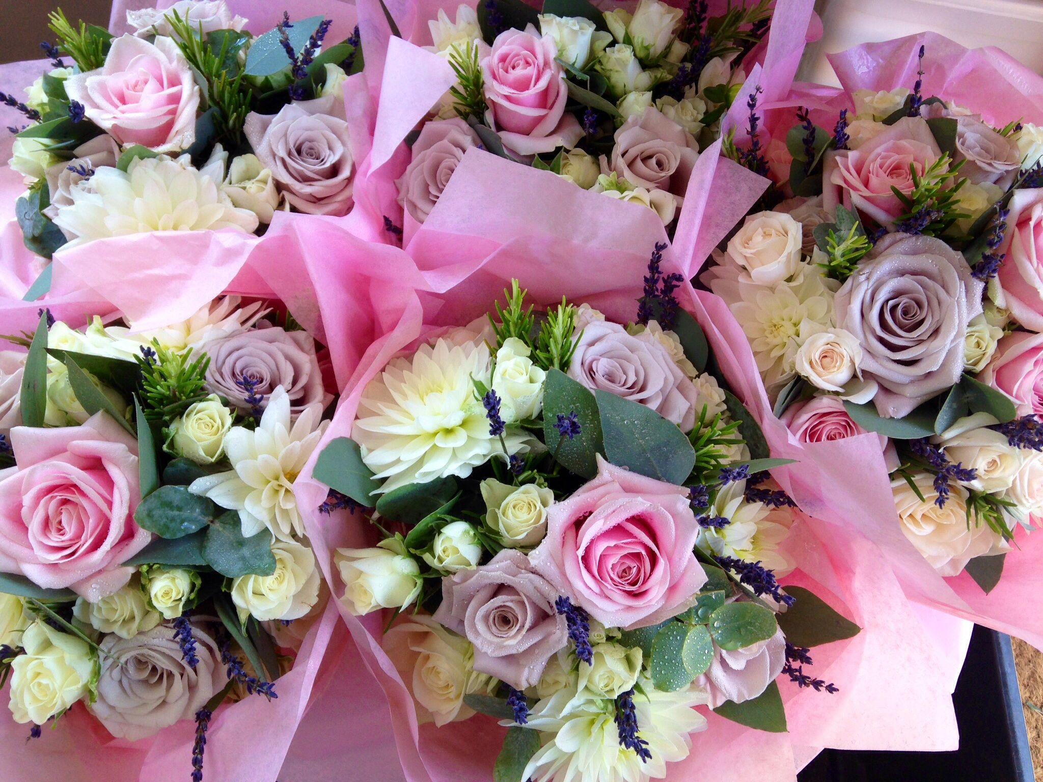 Vintage pink and ivory wedding bouquets The Rose Shed | Bouquets de ...