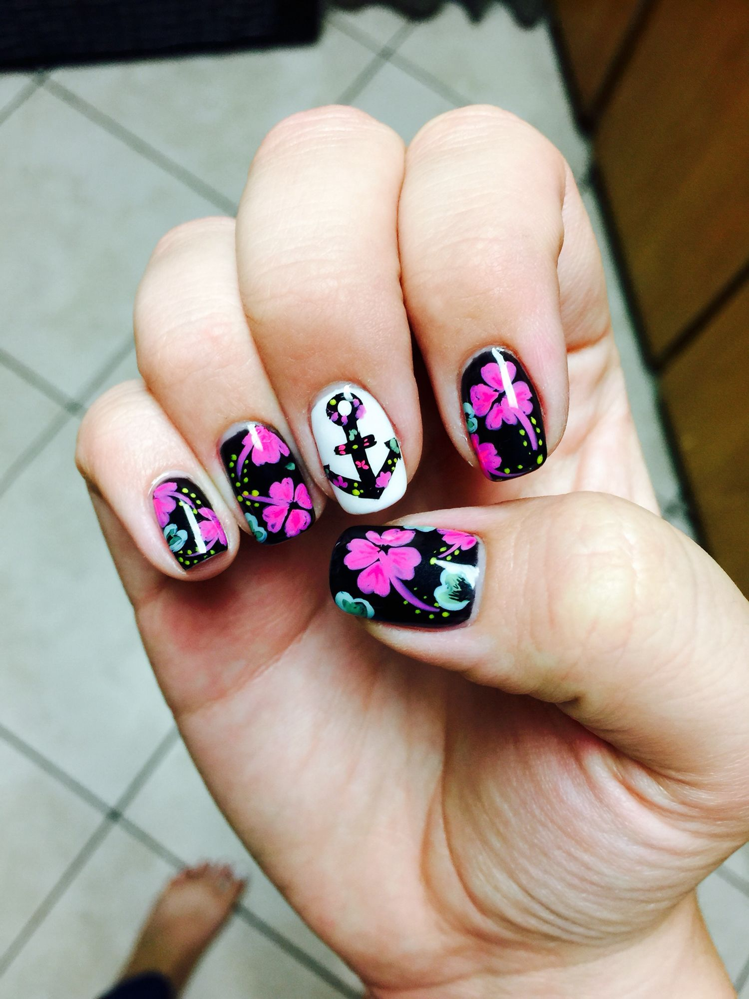 My spring and summer nails! I love them anchor and Hawaiian flowers ...