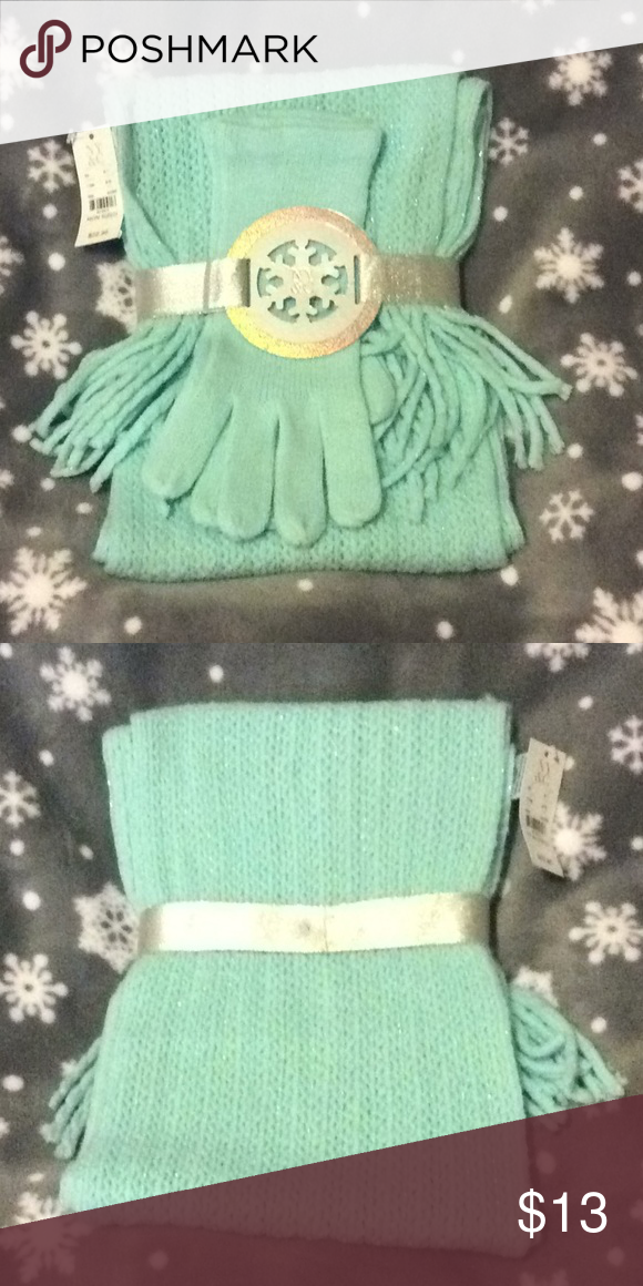 4c0d21af7 NWT, NY&Co, mint Green colored, scarf/glove set! Very nice! Would make a  great gift! New York & Company Accessories Gloves & Mittens