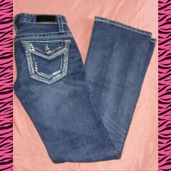 Daytrip leo boot cut rhinestone jeans size 24R NEW DAYTRIP BY BUCKLE BRAND NEW WITHOUT TAGS LEO BOOT CUT STYLE SIZE 24 REGULAR MEDIUM BLUE WHITE ASH FADE FACTORY DISTRESSED AREAS RHINESTONE DETAIL THICK BEAUTIFUL DESIGN WITH SOME SEQUIN FIVE POCKETS BACK POCKETS HAS BUTTON CLOSURE ZIP FLY BUTTON CLOSURE GREAT STEAL ANYMORE QUESTIONS PLEASE ASK THANKS  *END OF ON LEG HAS EXTRA STITCHING *INSIDE OF PANTS HAS SOME LOOSE STITCHING BUT WON'T AFFECT WHEN WORN Daytrip Jeans Boot Cut