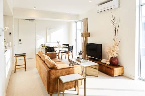 Seashells Fremantle East Fremantle Seashells Fremantle offers accommodation in Fremantle. Guests can enjoy the on-site bar.  Some rooms have a seating area for your convenience. You will find a kettle in the room. Extras include free toiletries and a hairdryer.