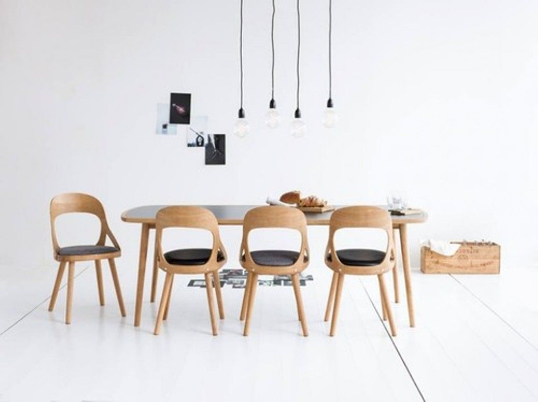 Minimalist Dining Room With Oak Table And Chairs