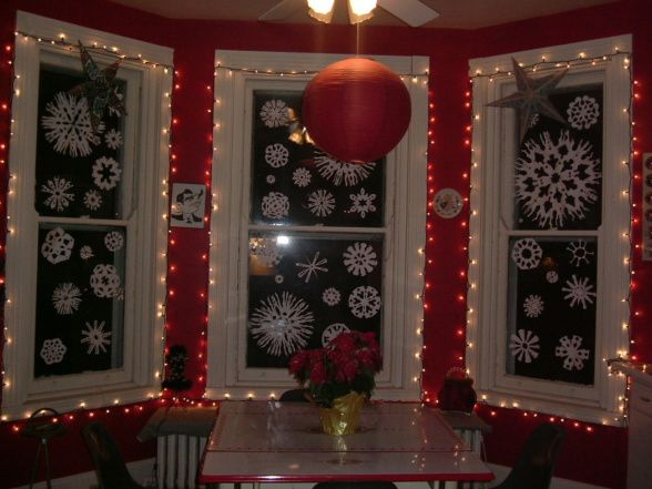 COZY WINDOW DECORATION INSPIRATIONS FOR THE FESTIVE EVE - Christmas window decorating ideas