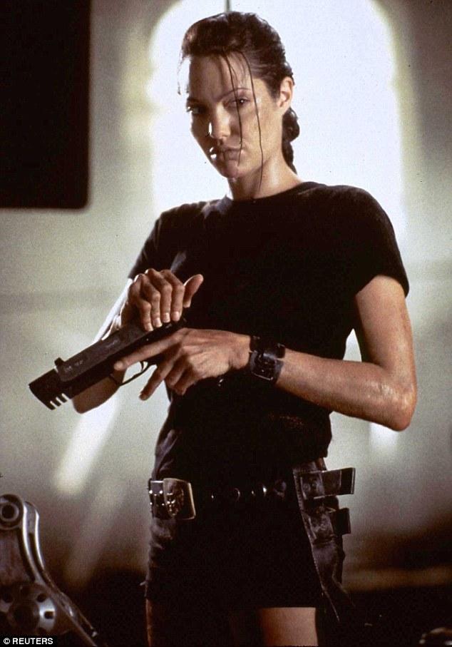 Картинка анджелина джоли с оружием