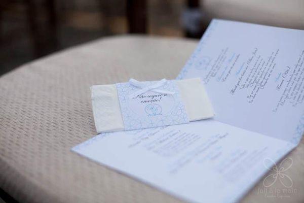 """lencinho e """"roteiro"""" da cerimônia na igreja."""