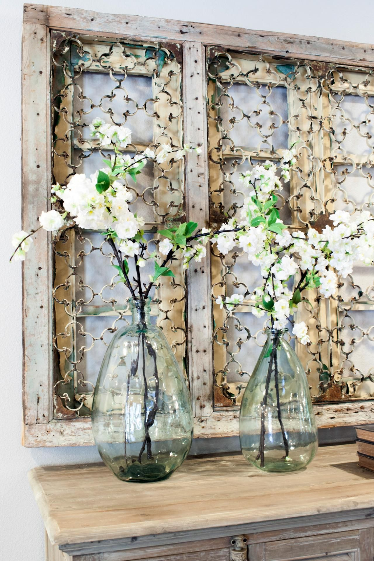 fixer upper midcentury asian ranch goes french country blumen vase landhausstil und shabby. Black Bedroom Furniture Sets. Home Design Ideas