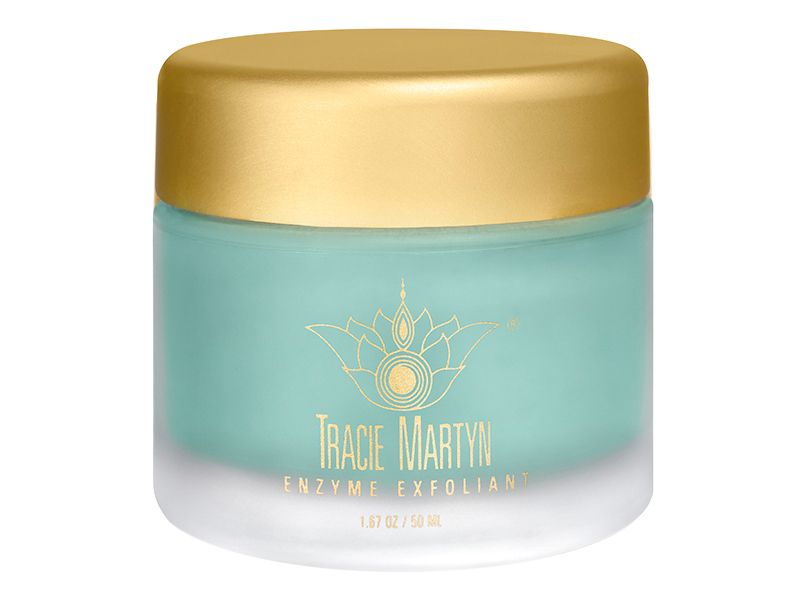 Tracie Martyn Enzyme Exfoliant mask brings a professional facial into your home with an organic formula that combines powerful enzymes with botanical skin brighteners to refine and revive dry, dull or sun-damaged complexions while drawing out impurities, minimizing the appearance of pores, preventing breakouts and combating wrinkles. Re-texturizing alpha-beta hydroxy acids exfoliate without causing irritation, while unique volcanic minerals trap pollutants and heavy metals, removing them…