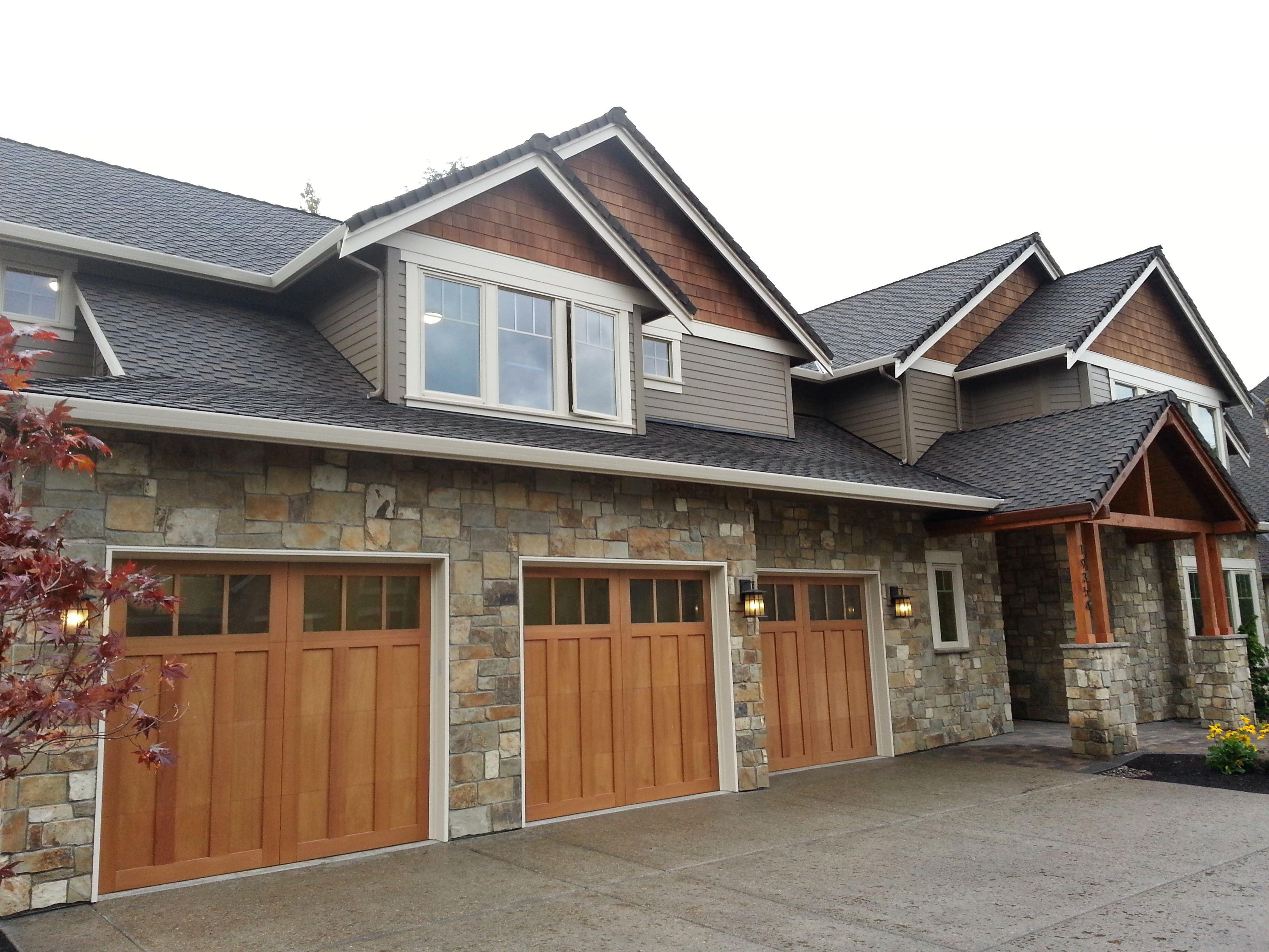 Natural Stone Construction : Natural stone veneer around garage
