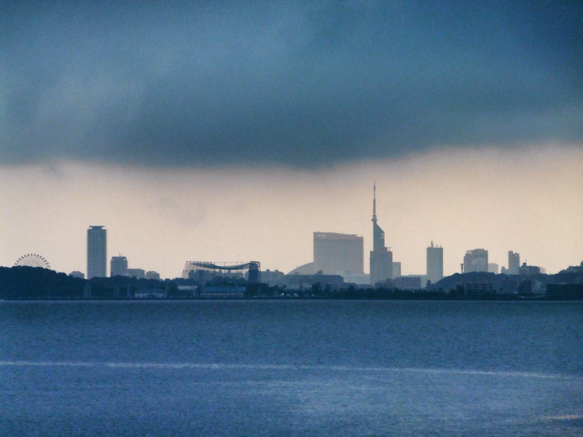 27 July 6:23 雨が上がっていく博多湾沿いの福岡タワー群。切り絵のようです。 ( Morning Now at Hakata bay in Japan )