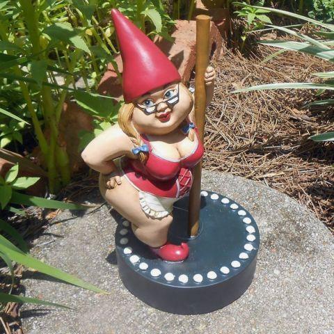 Nain de jardin Pole dance | jardin | Pinterest | Pole dance, Nains ...