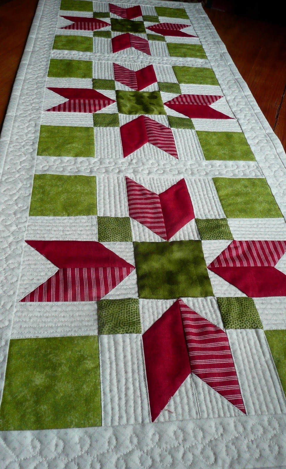 P1100021 Jpg 976 1600 Quilted Table Runners Patterns Quilts Quilted Table Toppers