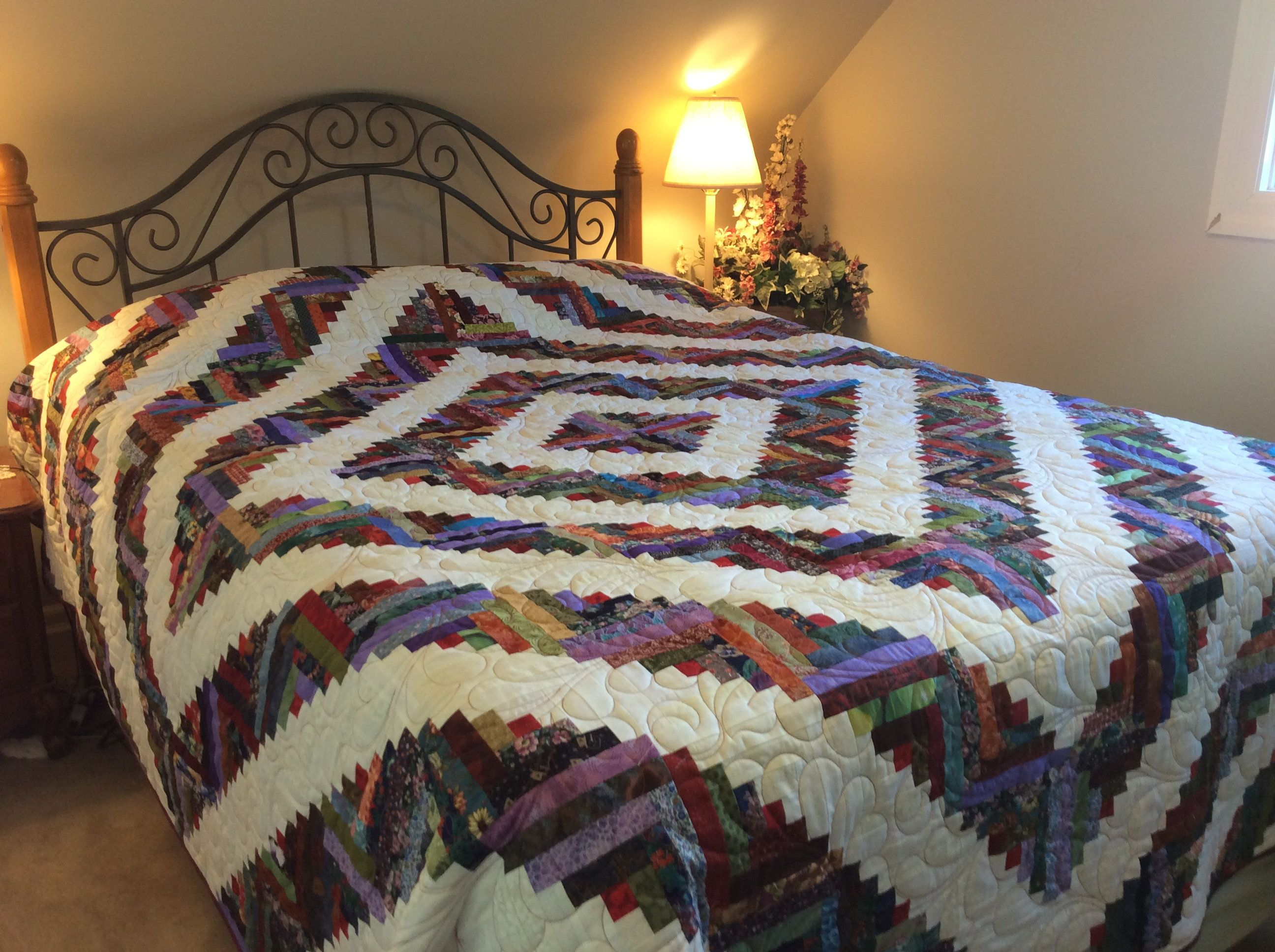 Queen Size Scrappy Bed Quilt Heirloom Log Cabin Quilt Large Quilted Blanket Cream White Blue Green Red Colorful Bed Throw Colourful Bed Throws Quilt Bedding Log Cabin Quilt