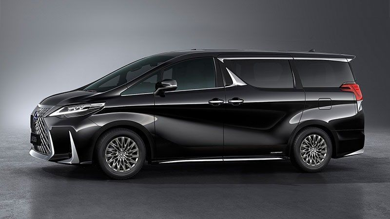 Lexus Makes The Minivan A Proper Luxury Car With Chauffeur Ready Lm Mpv In 2020 Luxury Van Mini Van Luxury Cars