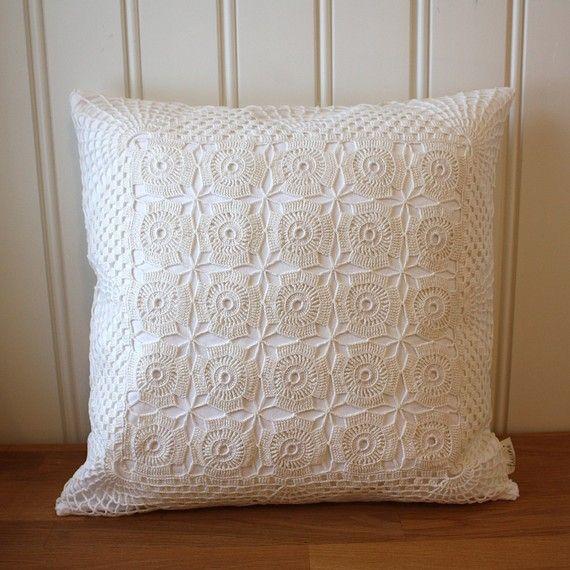 Almofada de crochê com quadrados