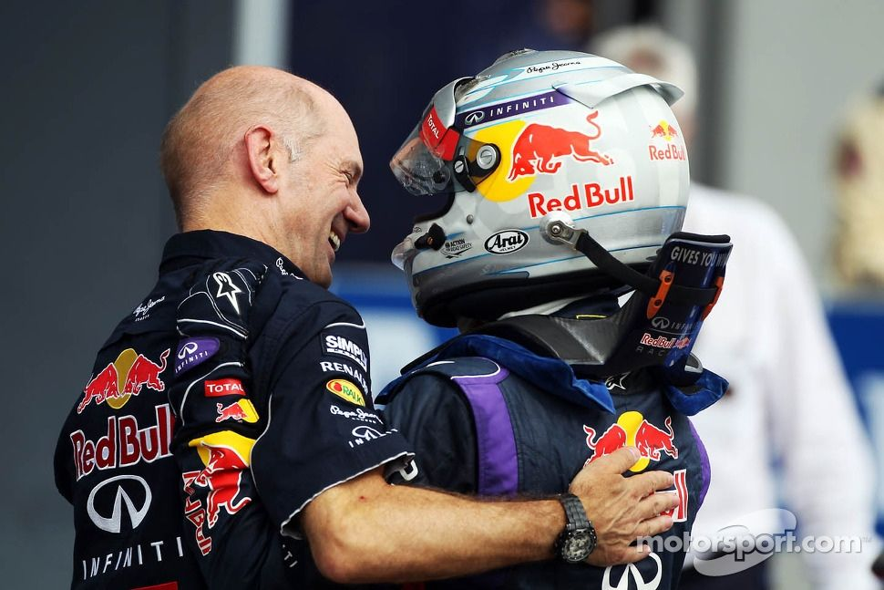 (L to R): Adrian Newey, Red Bull Racing Chief Technical Officer celebrates with race winner Sebastian Vettel, Red Bull Racing in parc ferme | Main gallery | Photos | Motorsport.com