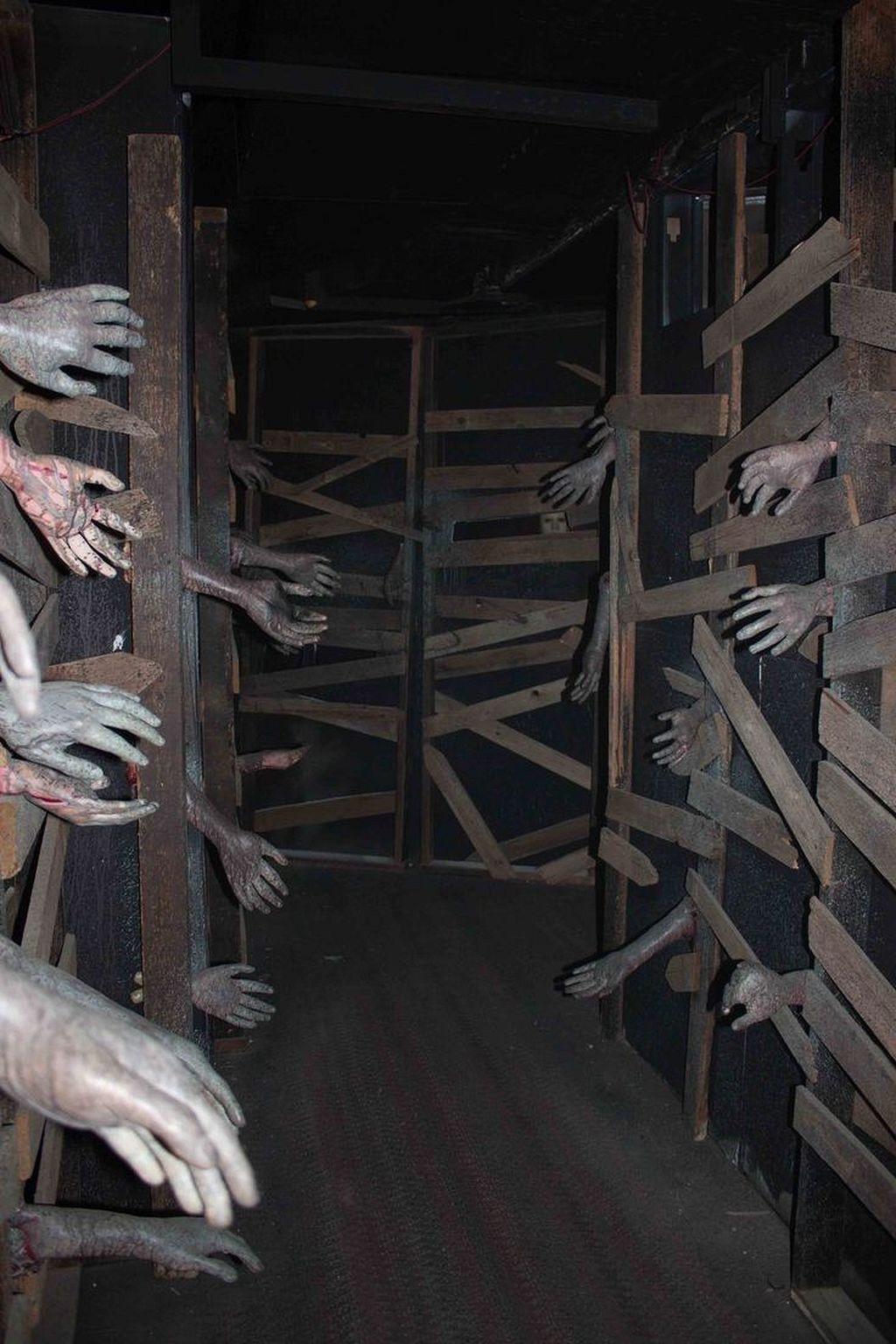 50+ Scary Halloween Decor Ideas - cool halloween decoration ideas