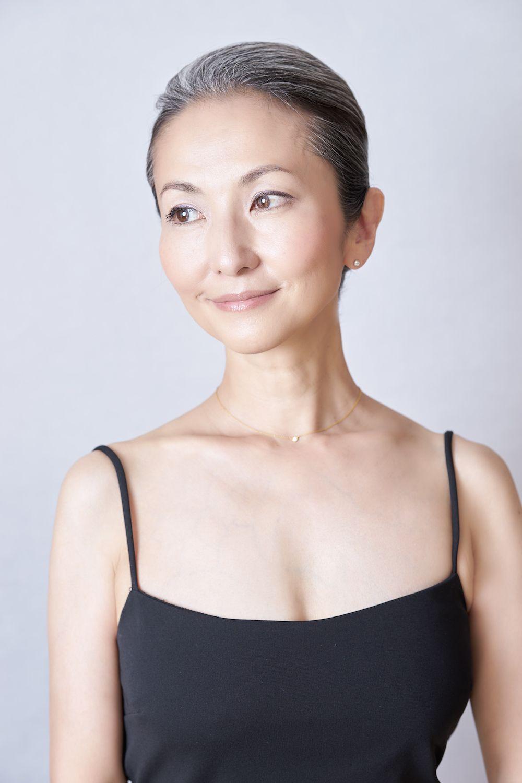 Mayuko Gray Hair Style Long Gray Hair Grey Hair Asian Hair Ageless Beauty