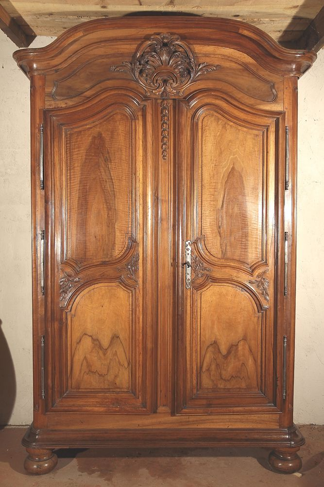 armoire r gence de la vall e du rh ne d 39 poque xviii ouvrant par 2 portes fortes moulures d. Black Bedroom Furniture Sets. Home Design Ideas